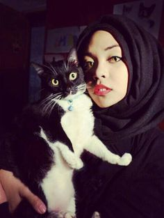 "#hijab ❤•♥.•:*´¨`*:•♥•❤ [I'm pretty sure this photo is fake, never mind the cat eyes! According to what I've been reading about Islam, Muslims are not allowed to have ""house pets"". No animals, domestic or otherwise in the home.]"