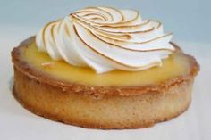 Ideas for cupcakes lemon meringue cake mixes Mini Cakes, Cupcake Cakes, Cupcakes, Lemon Meringue Cake, Buttercream Recipe, French Pastries, Cupcake Recipes, Easy Desserts, Food And Drink