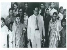 स्त्रियांनी आपल्या हक्कांसाठी पुढे आले पाहिजे – डॉ.बाबासाहेब आंबेडकर Asian Men Dating, B R Ambedkar, Photo Clipart, Indian Constitution, Rare Historical Photos, Patriarchy, Womens Fashion For Work, Human Rights, Champion