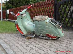 A scooter with what looks like normal sized wheels. A scooter with what looks like normal sized wheels. Custom Moped, Custom Bikes, Motor Scooters, Vespa Scooters, Simson Moped, Honda Cub, Scooter Motorcycle, Vespa Lambretta, Cool Motorcycles