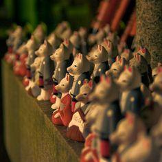 Fushimi Inari Shrine,Foxes by dutchct, via Flickr
