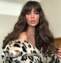 hair bangs 8 different types of bangs to try in 2019 (with inspo gallery) Hairstyles With Bangs, Pretty Hairstyles, Female Hairstyles, Hairstyles 2018, School Hairstyles, Vintage Hairstyles, Grunge Hairstyles, Model Hairstyles, Wedding Hairstyles