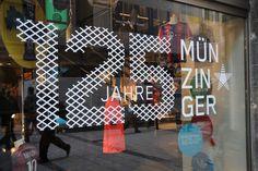 """SPORT MÜNZINGER / """"125 Jahre"""" Jubiläumskampagne / #Schaufenster #Beklebung #Sportswear / by Zeichen & Wunder, München"""