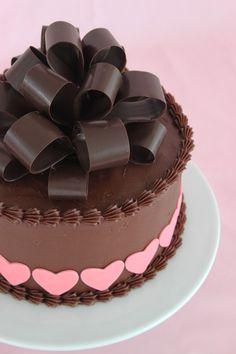 Cake bow