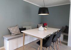 Etter en lang og fin ferie er vi uthvilte og klare for nye prosjekter. Det er kanskje derfor august er en stor måned for opprydding og fornyelse i hjemmet. Og her er et tips til Enkel Fornyelse av kjøkken og oppbevaring.  Denne flotte kjøkkenbenken er laget av kjøkkenskuffer fra IKEA og noen trepl