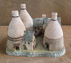 David Winter Cottages 1987 The Bottle Kilns Midland Connection house figurine