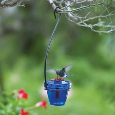 These small flower pot hummingbird feeders made from recycled glass make a perfect addition to any garden or yard.