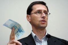 A hitelminősítők veszélyt látnak abban, hogy Magyarországnak egy stabil parlamenti többséggel bíró, gyorsan reagáló kormánya van, amit ők bizonytalans...