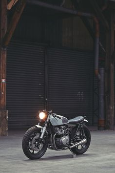 Monsieur Willie Knoll of Paris-based Clutch Custom Motorcycles has done it again. This time, he's transformed Kawasaki's humble KZ650 into a thing of beauty. Bravo!