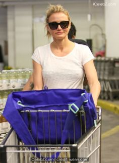 Cameron Diaz goes shopping at Whole Foods Market in Beverly Hills http://icelebz.com/events/cameron_diaz_goes_shopping_at_whole_foods_market_in_beverly_hills/photo2.html