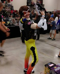 Catching up on more Sun cosplay from #ACCC2016! Tracer from Overwatch! #cosplay #alamocitycomiccon #tracer #overwatch #blizzard #gamergirl #vidya #conlife #conventions #myphotos #sanantonio
