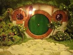 "Bilbo's front door - check out this Hobbit Hole ""doll house (and grounds) that this woman has created! Tolkien, Casa Dos Hobbits, The Hobbit Movies, Hobbit Book, Bilbo Baggins, Fairy Houses, Hobbit Houses, Garden Houses, Veggie Gardens"