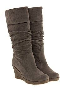 I want some of these for this winter.... with dark jeans and a pale blue sweater... :)