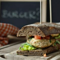 Simple and healthy. Turkey burgers with tomato salsa, letuce and brown bread. (in Polish)