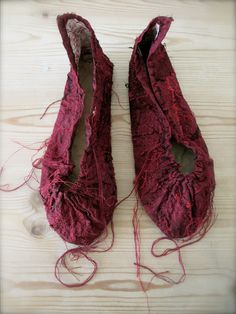 The Pale Rook - Red shoes