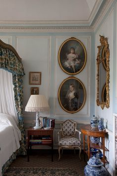 "The ""Blue Bedroom"" at Badminton House by interior designer Vivien Greenock in British HG March Interior Exterior, Home Interior, Interior Design, Luxury Interior, Beautiful Bedrooms, Beautiful Interiors, English Country Decor, British Country, Country French"