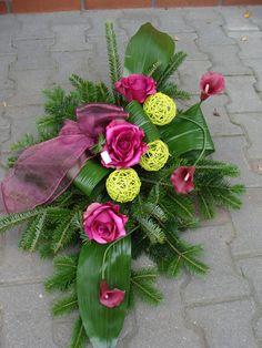 Casket Flowers, Funeral Flowers, Christmas Floral Arrangements, Flower Arrangements, Square Wreath, Funeral Tributes, Memorial Flowers, Funeral Arrangements, All Saints Day