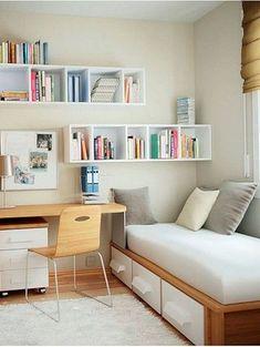 Onder het bed bewaar je je linnengoed, onder het bureau administratieve zaken. Boeken kunnen op de planken aan de muur.  Bron: Pinterest