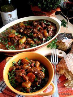 Smaczna Pyza - Sprawdzone przepisy kulinarne: Boeuf bourguignon - wołowina po burgundzku