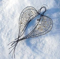 Angel Crafts, Angels Among Us, Angel Ornaments, Sun Catcher, Wire Art, Beads And Wire, Creative Crafts, Christmas Lights, Wind Chimes