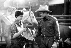 Kristin Scott Thomas & Robert Redford (The Horse Whisperer 1998) Robert Redford. Photo Touchstone Pictures & Wildwood Enterprises Productions.