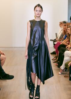 See the complete Victor Alfaro Spring 2016 Ready-to-Wear collection.