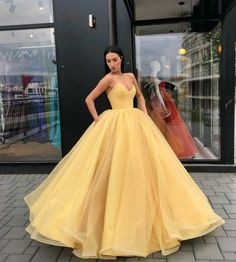 Strapless Bodice Corset Red Tulle Ball Gowns Prom Dresses Sleeveless Strapless Bodice Corset yellow Tulle Ball Gowns Prom Dresses Sleeveless Related Neue Ankunft Quinceanera kleidet Ballkleid-Isolationsschlauch-Bügel Tulle mit Kornen € S. Princess Prom Dresses, Strapless Prom Dresses, Quinceanera Dresses, Dress Prom, Red Gown Prom, Princess Ball Gowns, Pageant Dresses, Sleeveless Dresses, Princess Wedding Gowns