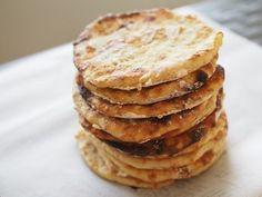 Makuja kotoa: Suomalaista finger foodia: perunarieskat Finger, Bread, Baking, Breakfast, Food, Morning Coffee, Fingers, Brot, Bakken