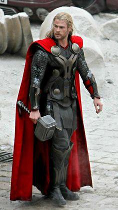 Thor: The Dark World - Thor-Chris Hemsworth❤❤❤❤ Marvel Comics Superheroes, Marvel Characters, Marvel Heroes, Marvel Movies, Marvel Avengers, Avengers Team, Chris Hemsworth Thor, Hulk, Stan Lee
