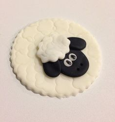 Sheep Fondant Cupcake Cookie Toppers by LIVCreativity on Etsy Sheep Fondant, Sheep Cupcakes, Sheep Cake, Fondant Animals, Barnyard Cake, Farm Cake, Fondant Cupcake Toppers, Fondant Icing, Cupcake Day