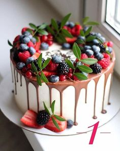New cake decorating berries decoration Ideas Pretty Cakes, Beautiful Cakes, Amazing Cakes, Cupcake Cakes, Cupcakes, Merry Berry, Cake Recipes, Dessert Recipes, Cake Decorating Piping