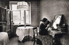 В СССР были определенные трудности с ассортиментом и разнообразием, но при этом дамы умудрялись создать свой, уникальный интерьер. Уютные предметы интерьера