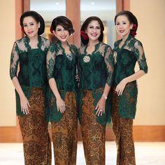 Model Kebaya Modern, Kebaya Modern Dress, Kebaya Dress, Kebaya Wedding, Pakistani Wedding Outfits, Batik Kebaya, Batik Dress, Kebaya Jawa, Indonesian Kebaya