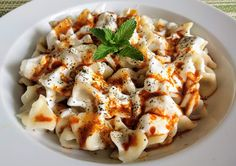 How to Cook Turkish Manti DumplingsThere are a lot of foods around the world which worth a try. One of these special foods is a Turkish Manti Dumpling Vegetarian Turkish Recipe, Turkish Soup Recipe, Vegetarian Turkey, Vegetarian Lentil Soup, Turkish Recipes, Vegetarian Recipes, Turkish Food Traditional, Soup Recipes, Chicken Recipes