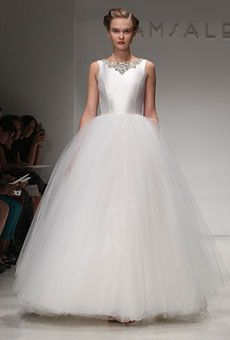 This dress reminds me of a snow fairy...