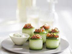 Zucchiniröllchen mit Thunfisch gefüllt ist ein Rezept mit frischen Zutaten aus der Kategorie Dips. Probieren Sie dieses und weitere Rezepte von EAT SMARTER!