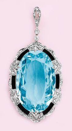 Carats aquamarine, calibré onyx, diamond, gold and platinum pendant. Love how the onyx brings out the color of the aquamarine. Gems Jewelry, I Love Jewelry, Gemstone Jewelry, Jewelery, Jewelry Accessories, Jewelry Necklaces, Fine Jewelry, Jewelry Box, Bijoux Art Deco