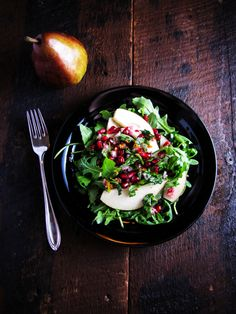 Pomegranate and Pear Salad. Pomegranate pear and arugula salad - simple sweet and refreshing. Pomegranate Salad, Pear Salad, Arugula Salad, Pomegranate Molasses, Healthy Salads, Healthy Eating, Healthy Recipes, Side Recipes, Delicious Recipes
