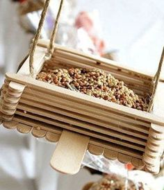 relive summer camp craft hour with this easy feeder you can make with your kids @Desiree Nechacov Nechacov Nechacov Welch, this is a good summer one (we also talked about a hummingbird | http://best-beautiful-bird-of-paradise.blogspot.com