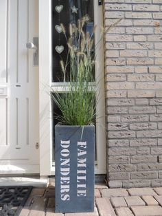 leuk bij de voordeur Fruit Shakes, Fire Heart, Front Door Decor, House Numbers, Outdoor Life, Garden Inspiration, Home Deco, Home Projects, Home And Garden