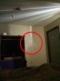 Duch George Washingtona, který se náhodně objevuje v domě, kde žil Scary Ghost Pictures, Real Ghost Pictures, Creepy Ghost, Ghost Images, Creepy Pictures, Ghost Caught On Tape, Ghost Caught On Camera, Paranormal Pictures, Best Ghost Stories