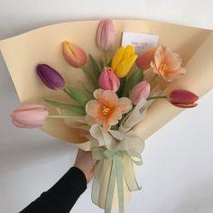 Luxury Flowers, My Flower, Beautiful Flowers, Image Pastel, Flower Aesthetic, Planting Flowers, Floral Arrangements, Creations, Bloom