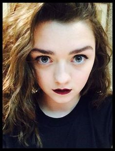 Maisie Williams, looks similar to lorde in this photo though