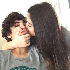 No todos los besos son fotogénicos.