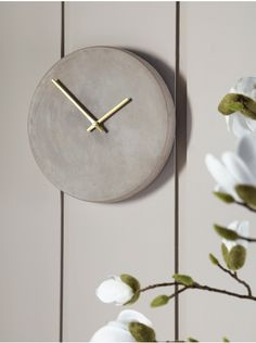 Simple and beautiful, our concrete clock is the perfect tribute to the scandi trend without even a hint of harshness. Soft grey in colour with a concrete finish, it is numberless with elegant brass hands and a perfectly smooth circular face. Honed Concrete, Concrete Finishes, Concrete Wall, Concrete Pots, Metal Clock, Wooden Clock, Clock Decor, Wall Clocks, Kids Clocks
