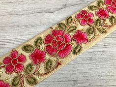 These awesome art quilts are encouraging. Embroidery Neck Designs, Embroidery Works, Creative Embroidery, Hand Embroidery Stitches, Diy Embroidery, Machine Embroidery, Indian Fabric, Sari Fabric, Floral Fabric