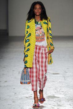 Guarda la sfilata di moda Stella Jean a Milano e scopri la collezione di abiti e accessori per la stagione Collezioni Primavera Estate 2015.
