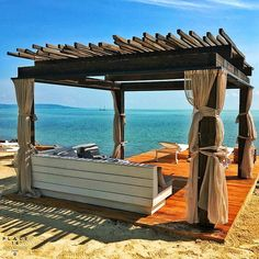 Fotók a strandról - Plage 18 Backyard Patio, Outdoor Furniture, Outdoor Decor, Terrace, Pergola, Outdoor Structures, Balcony, Cat, Home Decor