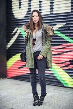 Aimee Song escolhe parka para compor um look e arrasa