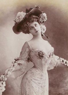 New art nouveau style fashion belle epoque ideas Mode Vintage, Vintage Girls, Vintage Dresses, Vintage Outfits, Vintage Costumes, Belle Epoque, Vintage Glamour, Vintage Beauty, Vintage Pictures